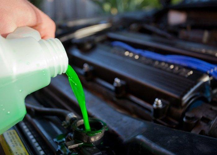 ¿Por qué es importante el líquido refrigerante en un vehículo?